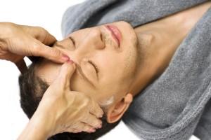 acupressuur-hoofd-man-massage-gezonde-ontspanning